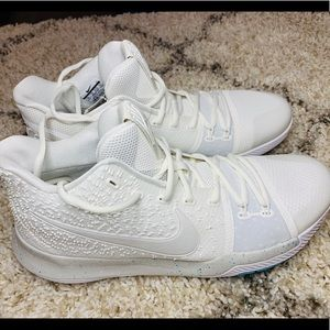 Nike Kyrie 3 NEW basketball shoes size 13!